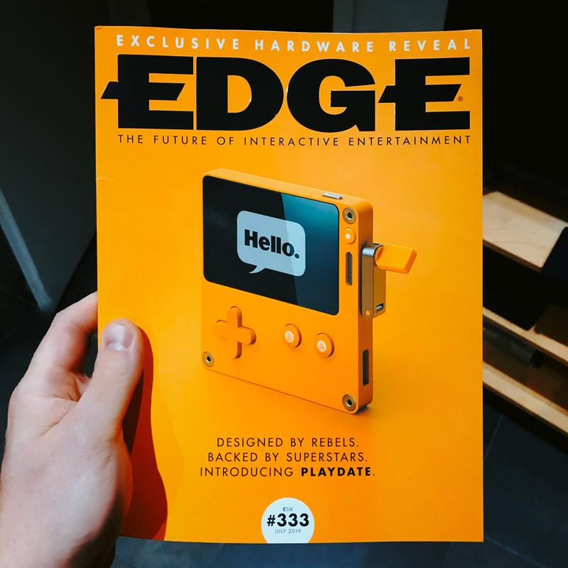 Playdate Handheld auf dem Cover des EDGE Magazine #333