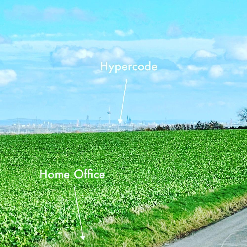 Distanzaufnahme von Köln mit Pfeil, der auf das Hypercode-Büro zeigt